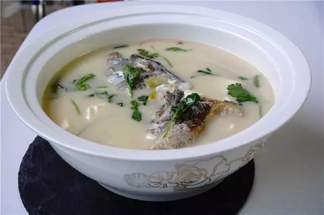 牛奶白的魚頭豆腐湯你學會了嗎