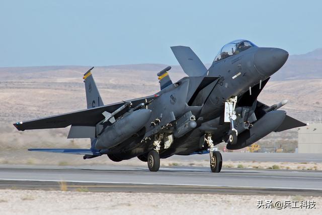 不得不防,美国F-15完成最新型核弹投放测试,核武使用门槛大大降低