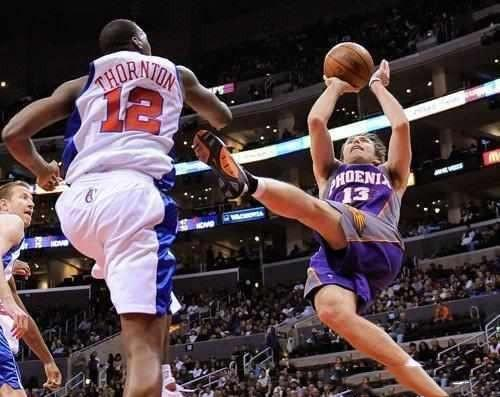 其他人的投籃叫「後仰跳投」,他們卻叫「後躺跳投」,完全不考慮如何落地…-籃球圈