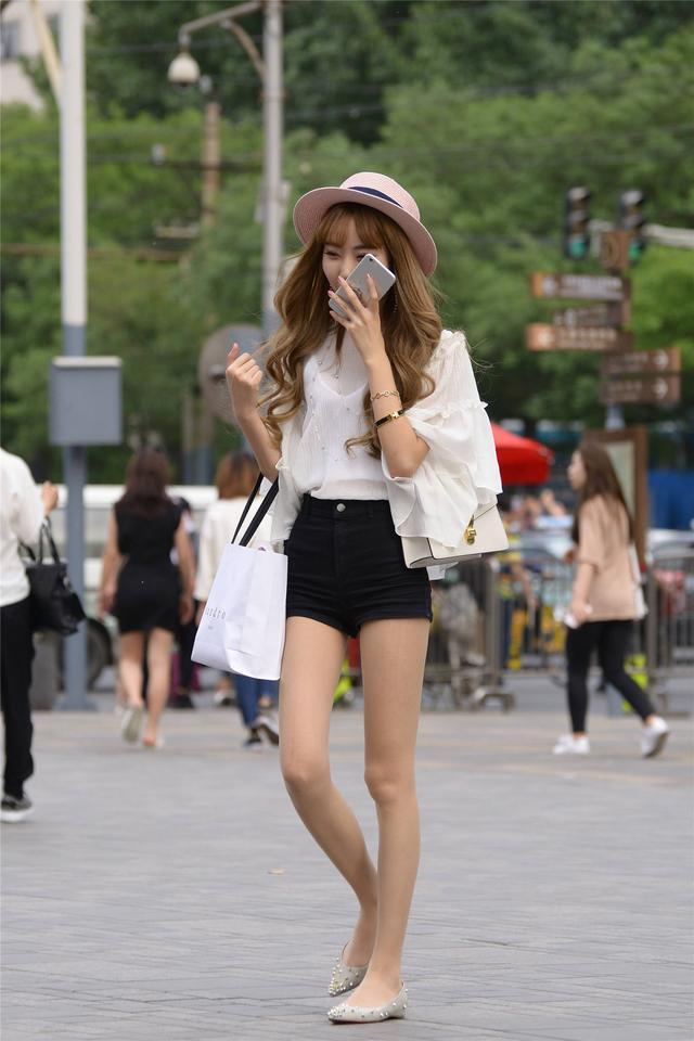 街拍高腰牛仔短裤女