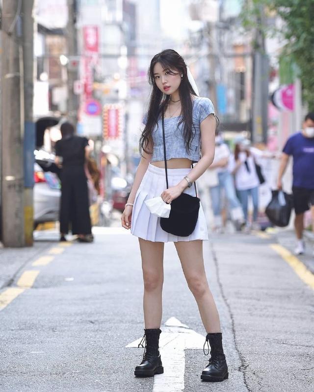 """韩国女生真会穿,看她们的""""街拍穿搭"""",三招教你穿出时髦范"""