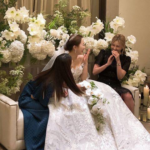 SM女神出嫁,圈外丈夫却因外貌成焦点,泰妍、崔始源等人前来祝贺