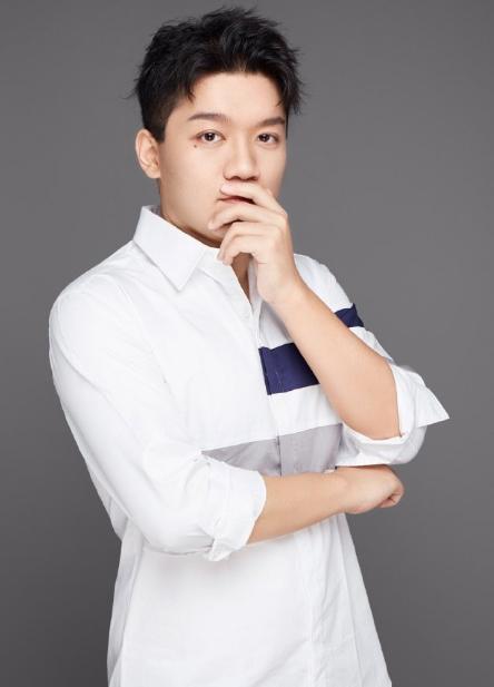 22岁尤浩然近照,减肥三十斤帅出天际,这模样像换了... _腾讯网