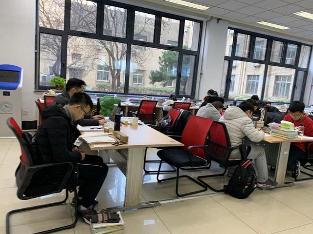 """带榻榻米、配朗读亭……北京高校里的""""高配""""图书馆,你打卡了吗?"""