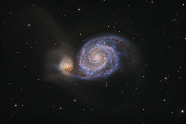 通过天文学观测,至少有两种天文现象可以印证宇宙大爆炸学说