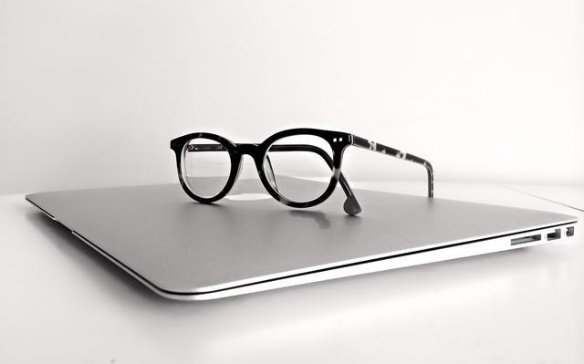 眼镜都没坏,能不能不去换呀