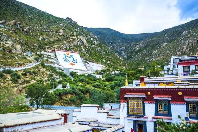 西藏寺庙塑像图片
