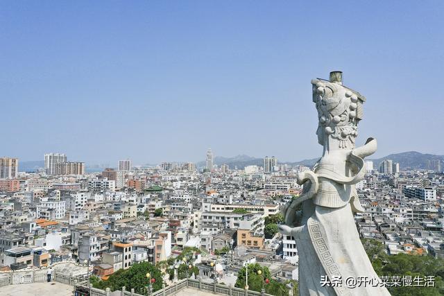 广东汕尾建了一座1000吨重的妈祖,台风一来便绕行,非常神奇