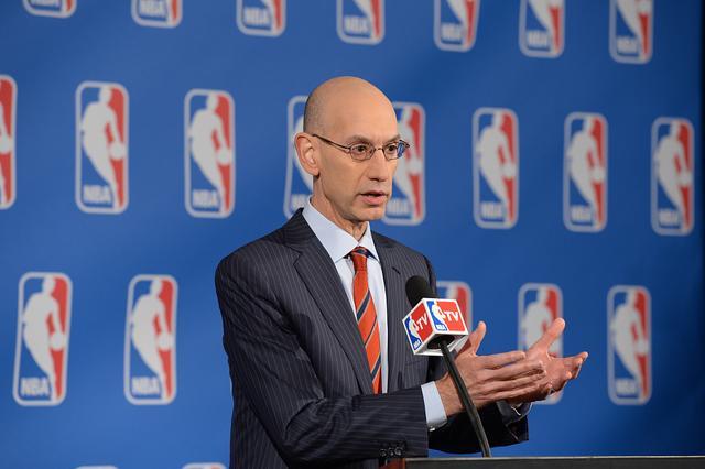 湖人三喜臨門!JR初來獲大禮,Caruso霸氣攤牌,Howard也如夢初醒!-黑特籃球-NBA新聞影音圖片分享社區