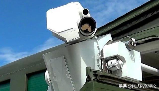 波音测试新型激光炮武器与上百架无人机进行对抗