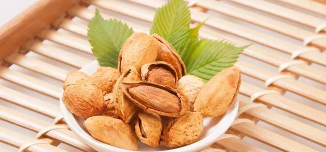 我们能吃到好吃的巴旦木,因为一个基因的点突变,让果实由苦变甜