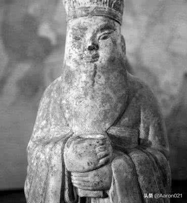一个千年的帝王墓传说,墓中棺椁铁链悬空,专家挖后果真惊喜不断