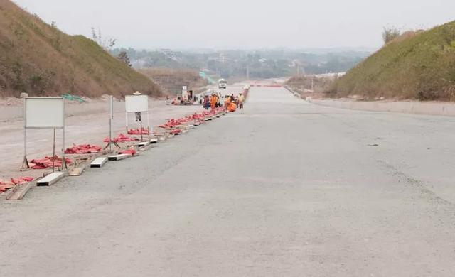 最新动态   云茂高速公路罗定段年内达到通车条件!