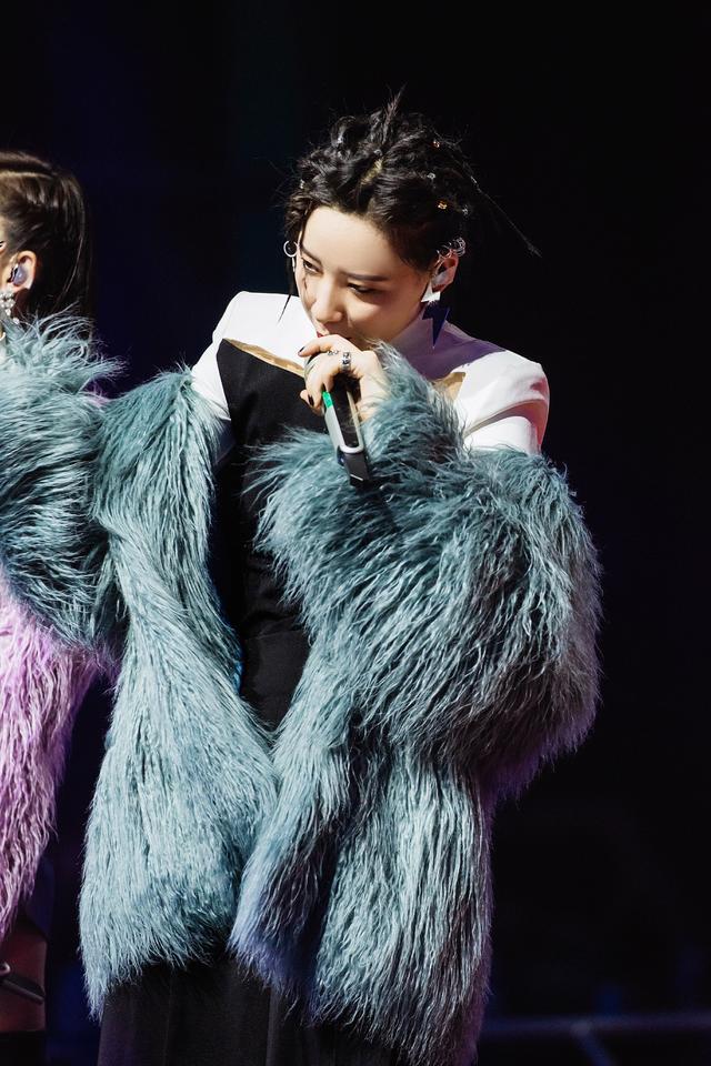 《乘风破浪的姐姐》李斯丹妮张雨绮王丽坤 二轮公演获第一