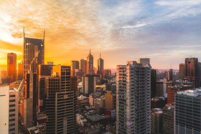 楼市突发多种大信号,购房者如何抉择?