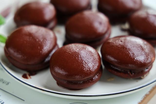 自制巧克力派,味道一流,甚至比買的還要好吃,做法真的很簡單