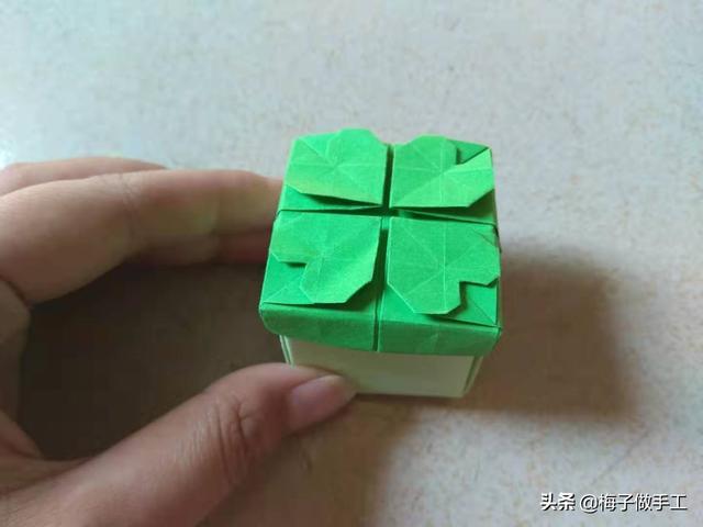 手工折纸 漂亮的四叶草收纳盒 桌面收纳小助手四叶草盒子