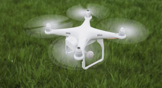 高科技走进安徽农村,无人直升机为小麦喷洒农药
