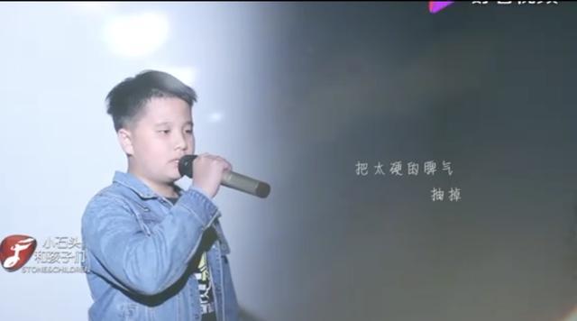 小男孩翻唱《魔鬼中的天使》,开口惊艳到!网友:连小孩都比不上