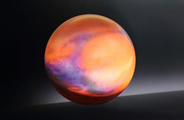 在当前的技术条件下,太阳系内目前只有火星是勉强可以待的地方