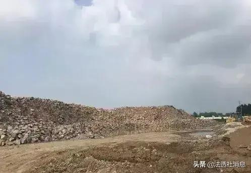 周口市商水县钱程石料加工厂物料未覆盖废料遍地 环保局称不知情