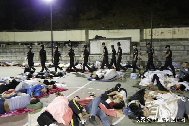 云南一面包车在昭通巧家县坠入山谷致5人死亡
