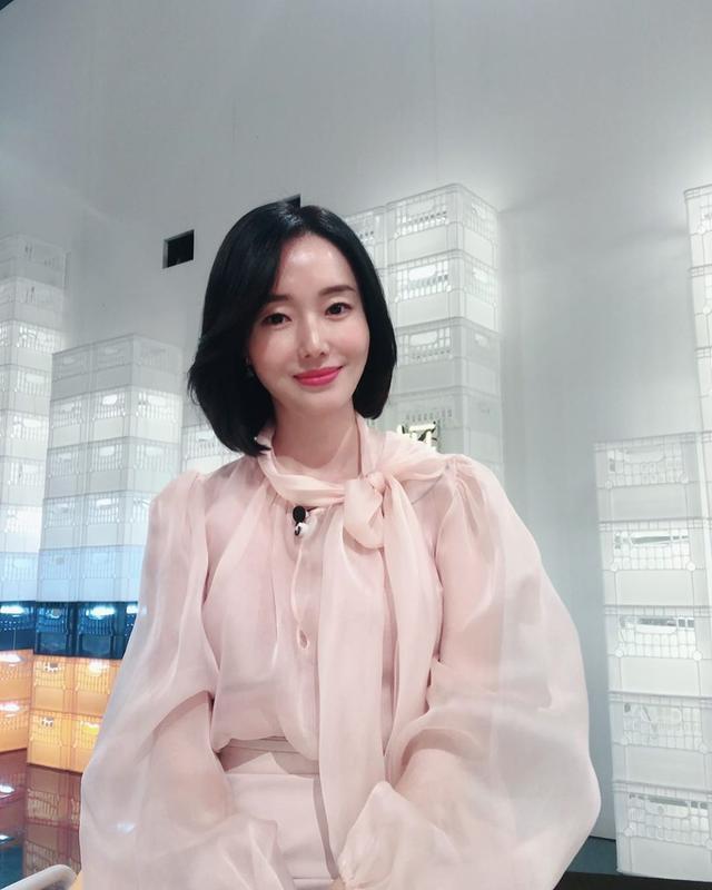 李贞贤40岁似少女!主演《釜山行2》蓬头垢面,新宣传照美翻网友