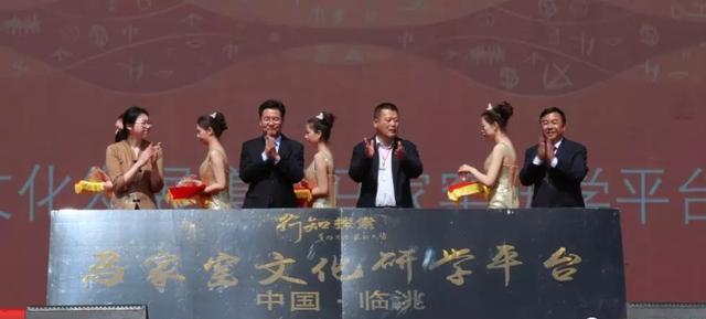临洮县委书记石琳亲自为临洮百合等农特产品代言,为农民发声