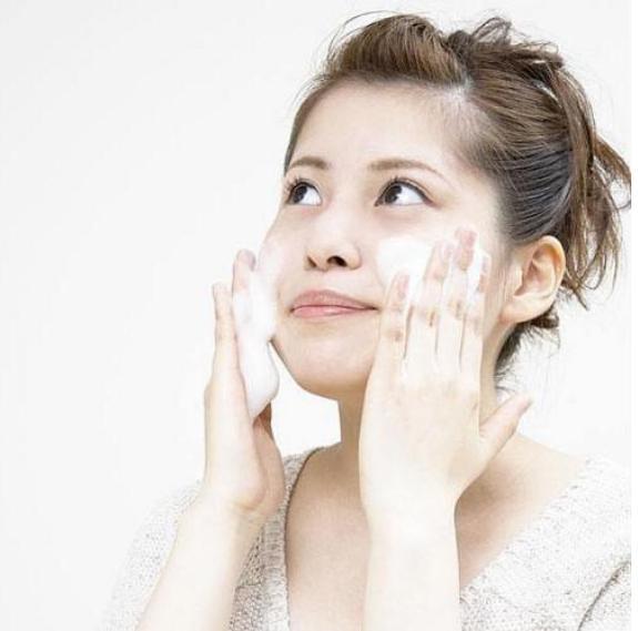 你确定你的洗脸方法正确吗?那么为什么你的皮肤依然黯淡无光?