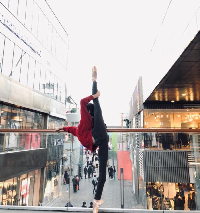 27岁体操女神清纯若仙,因高难度一字马走红,离开赛场当教练