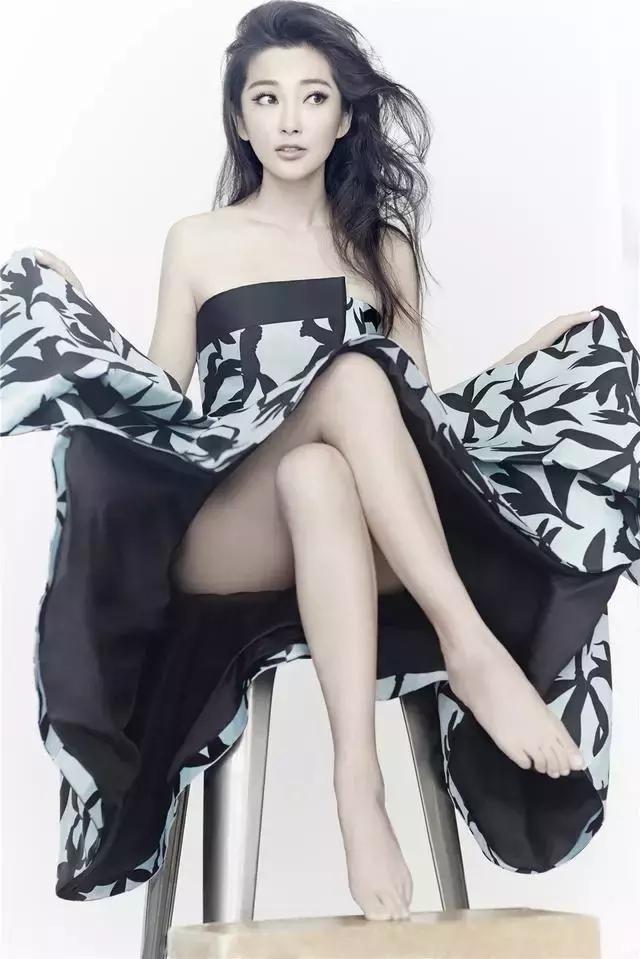 46岁李冰冰像16岁少女,美艳动人,一双大长腿散发阵阵幽香