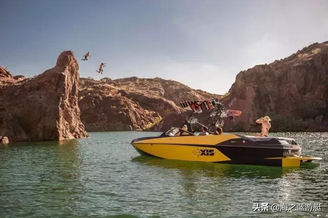 """够狂野,会滑水的""""大黄蜂"""",23尺游艇居然配备555匹马力引擎"""