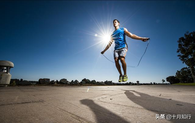 跳繩是最經濟方便的燃脂運動,怎麼做才能高效燃脂又降低損傷?