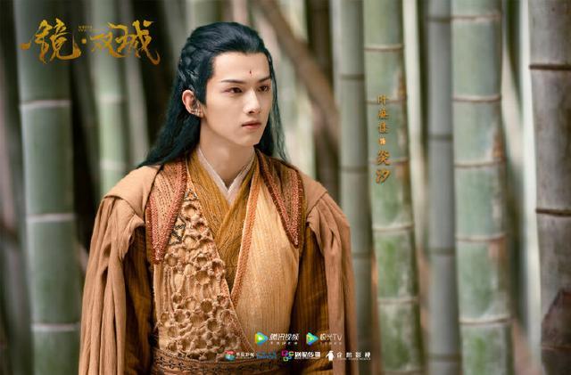 《镜双城》官宣一组海报,李易峰的苏摹十分帅气,陈钰琪古装美人