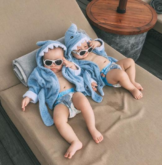 全球最美混血双胞胎