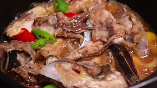 大厨分享,在家6步法熬出奶白浓汤,教你做出地道砂锅鱼头