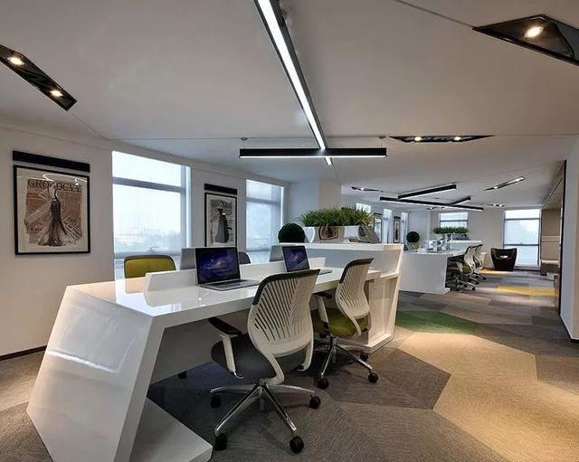 办公室太单调?巧用家具玩转办公空间