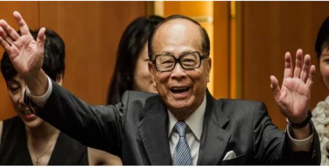香港第一风水师:李嘉诚的结拜兄弟,杨受成为他包下整个医疗专机