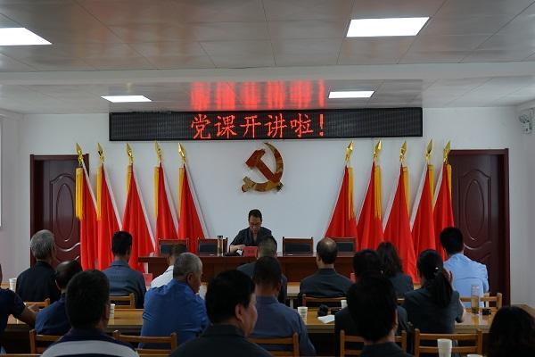 宁陕法院院长到狮子坝村讲党课