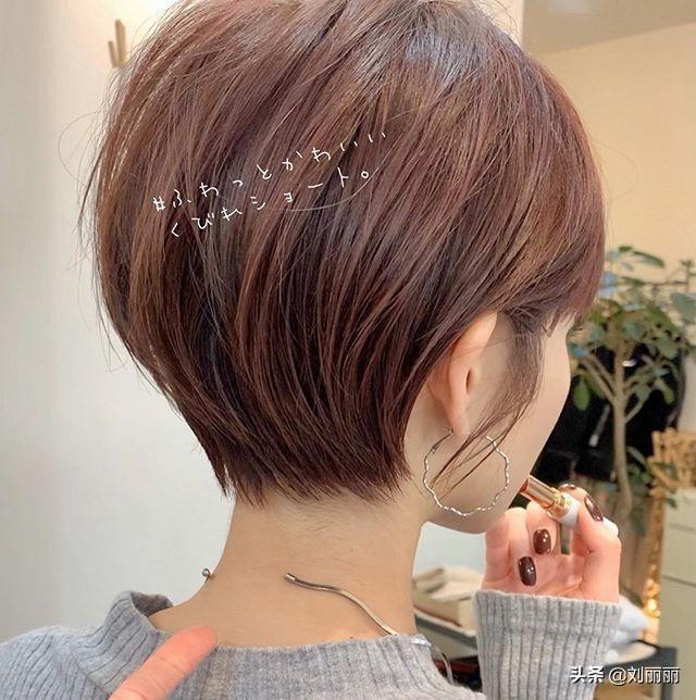 新短发18款,修颜蓬松美美哒,越来越多女性这样剪