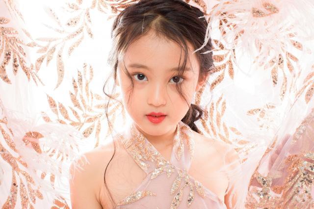 像天使一般的童星张婉儿