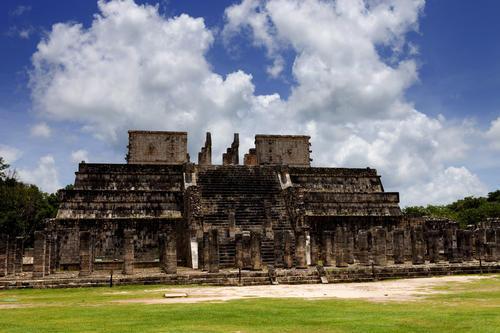 玛雅人有某些方面具有高度文明的同时,在另外一些方面却非常原始