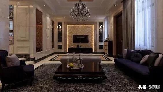参观刘烨在法国的家,一家人住两层低矮平房,出门就有草坪和泳池