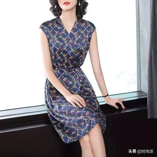 女人再穷,也要打扮好看点,如今流行这10款连衣裙,显白又洋气!