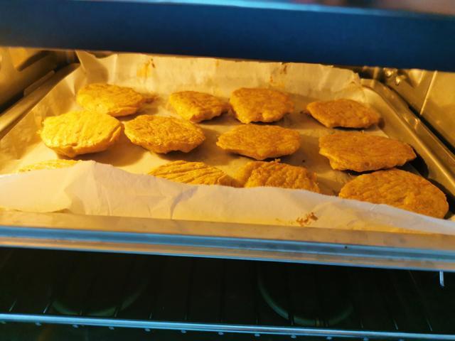 芋头用来做麦乐鸡块,无需油炸,低脂低热量,成本也就5块钱