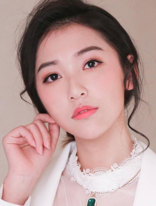 开年即霸屏,来感受演员陈昊蓝的双色魅力_凤凰网大风号_凤凰网