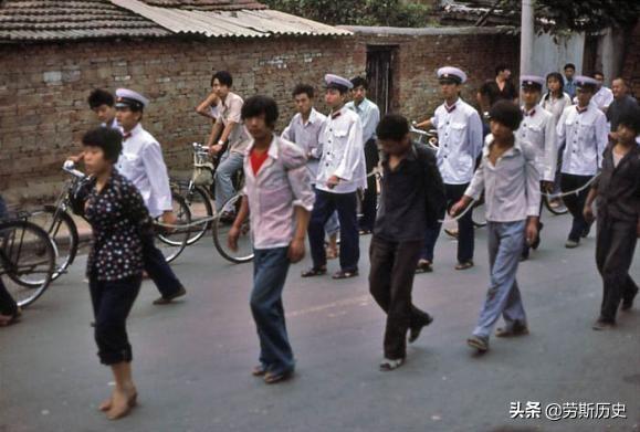 1983年严打期间犯罪成本多高?串成一串游街示众