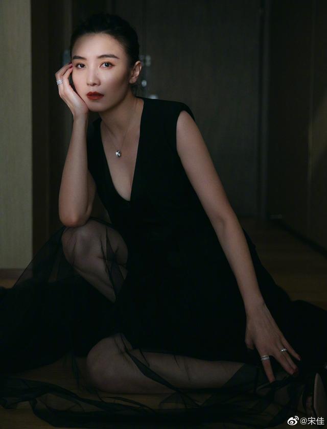 蔡卓妍写真硬照