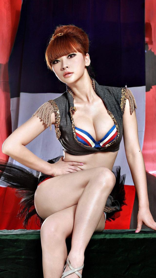 吴越|四十岁的女人,到底该活成什么样子?
