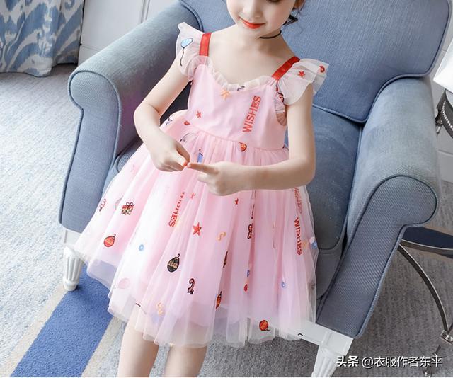 给你一套女童连衣裙的裁剪图,你能变出多少个花样的新衣服呢?